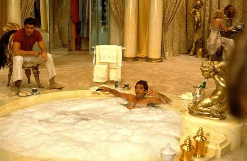 Scarface-1983-Tony-Montana-Bathtub-Scene