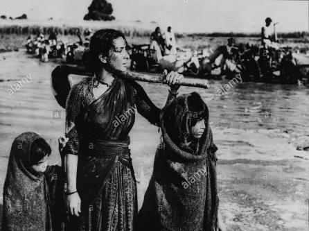 1957-mother-india-original-film-title-mother-india-pictured-nargis-F6E81W